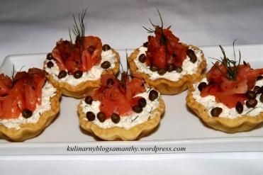 Tartaletki z ricottą i wędzonym łososiem