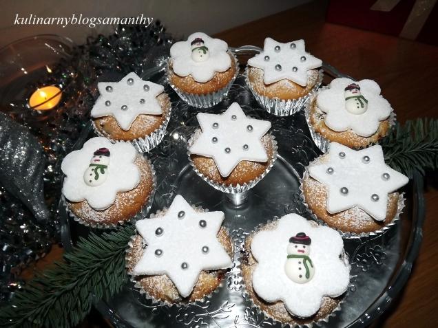 Swiateczne muffinki z wisniami