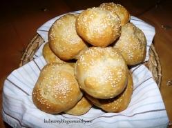 Sniadaniowe bułki z serem