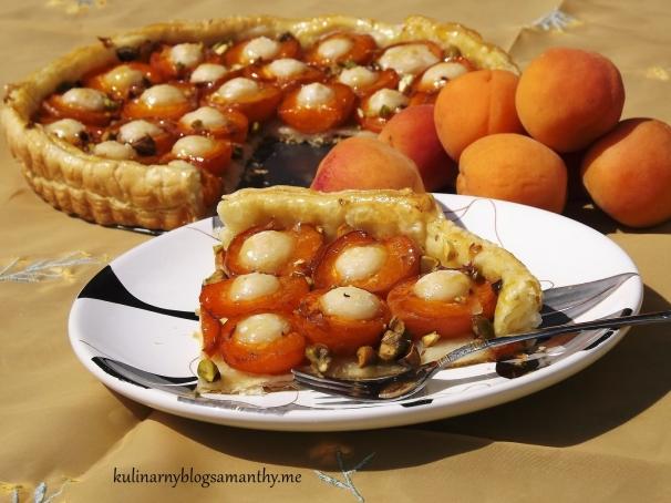 Tarta z morelami i marcepanem
