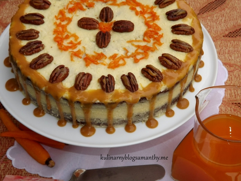 Tort marchewkowy z orzechami w toffi