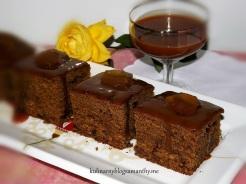 Ciasto imbirowe z sosem karmelowym