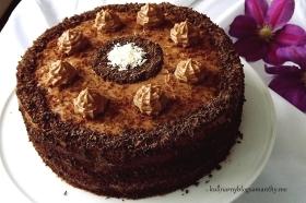 Tort z kremem orzechowym
