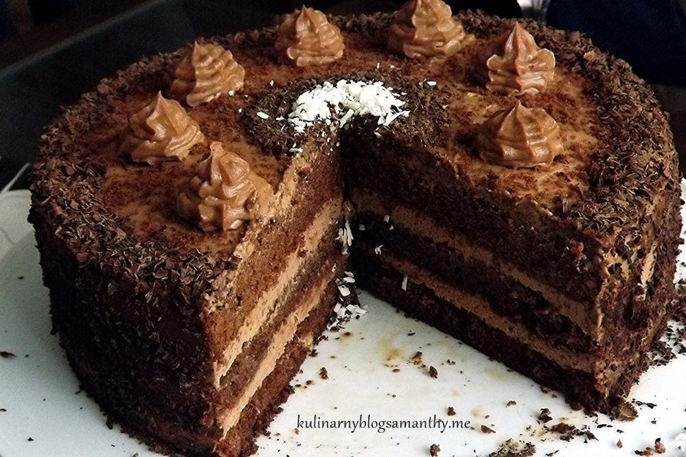 Tort czekoladowy z kremem orzechowym (2/3)