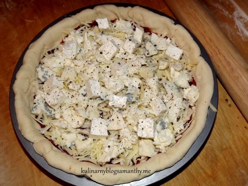 Pizza cztery sery z rucolą