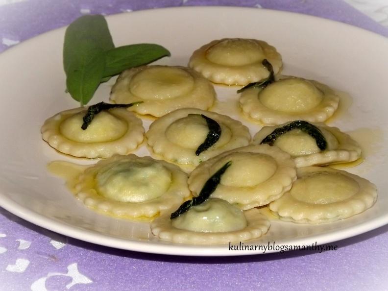 Ravioli z masłem szałwiowym