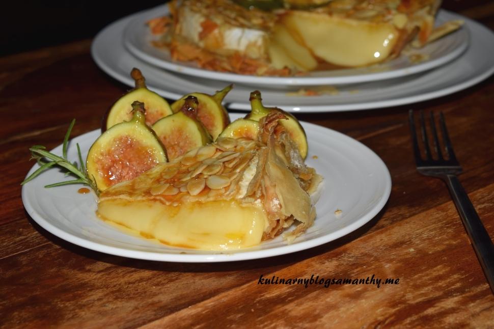 Brie w ciescie filo z figami