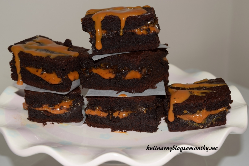 Brownie z karmelem