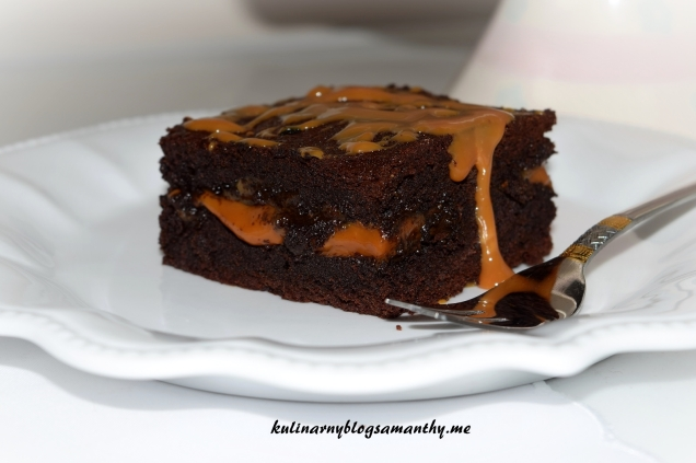 Brownie z karmelem