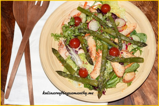 Sałatka ze szparagami i kurczakiem