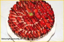 Sernik z nutellą i truskawkami