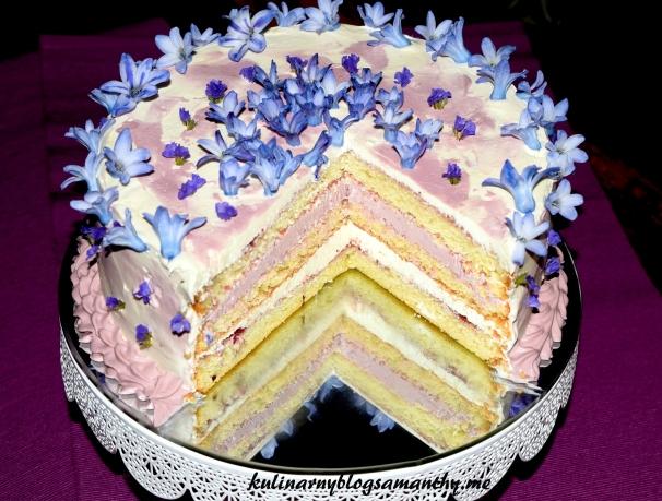 Kwiatowy tort jagodowy