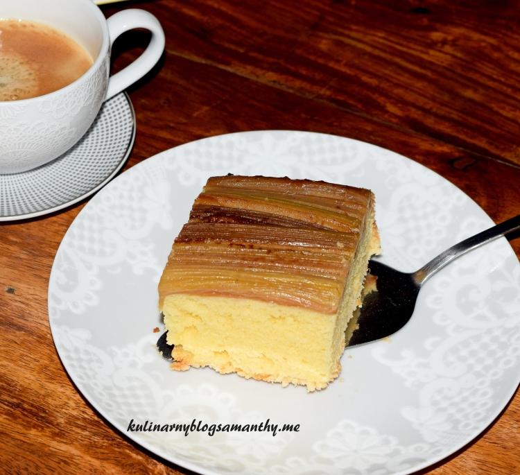 Ciasto odwrócone z rabarbarem