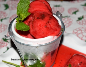 Lody truskawkowe z arbuzem i czekoladą