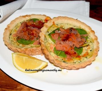 Tarty z wędzonym łososiem i szpinakiem