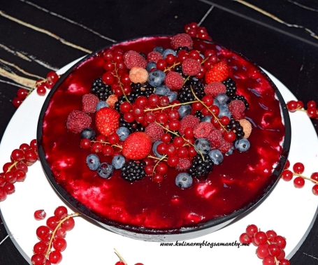 Sernik z owocami lata